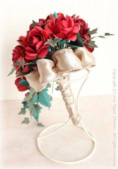 ペーパーフラワーのバラのキャスケードブーケ