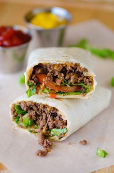 Bacon Cheeseburger Wraps have all the components of a bacon cheeseburger wrapped up in a flour tortilla. These are delicious! These Bacon Cheeseburger Wraps are nothing short of total ease and deliciousness. All the components Bacon Recipes, Cooking Recipes, Healthy Recipes, Healthy Food, Healthy Eating, Healthy Lunch Wraps, Soap Recipes, Burger Recipes, Lunch Recipes