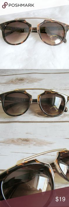 Brown Gold Tortoiseshell Bridgeless Sunglasses Tortoiseshell bridgeless sunglasses with a gold brow bar accent and gradient lens.  Condition: NWT Brand: Citizen Republk Type: Sunglasses  Style: Cateye Style Name: Gigi Frames: Tortoise plastic Lens: Brown gradient Protection: UV400   DD0.5:201804171444:004:715C Citizen Republk Accessories Sunglasses