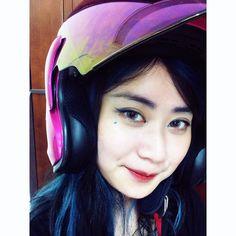 覺得庭庭粉紅安全帽超美der突然蠻想要der#pink #helmet #cute #perrty #lol #want #bright #line #wow #s #rainbow #eye #blue #cartoon #pop #lip #3ce #makeup by bqbd