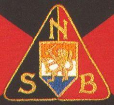 een van de mannen uit de vriendengroep is een NSB'er geworden