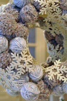 leuke krans gemaakt van bolletjes wol ben er weg van