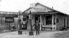 High Test Gas Sold Here: Myrtle Grove, Kentucky, 1930 Full Service Gas Station, Gas Service, Old General Stores, Old Country Stores, Old Gas Pumps, Vintage Gas Pumps, Pompe A Essence, Gas Company, Old Garage