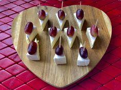 Koreczki, przekąski i przystawki. Imprezowe hity! - Blog z apetytem Cheese Ball, Tasty Dishes, Tapas, Picnic, Blog, Food And Drink, Appetizers, Snacks, Finger