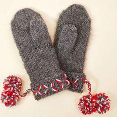 Perinteiset lovikkalapaset | Yhteishyvä Knitting Projects, Knitting Patterns, Knit Mittens, Knit Fashion, Handicraft, Fingerless Gloves, Arm Warmers, Knit Crochet, Wool
