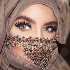 ღஐღ Вeauty dosage of the Eastღஐღ Exotic Makeup, Eye Makeup, Beautiful Hijab, Beautiful Eyes, Arabic Eyes, Middle Eastern Makeup, Arabian Beauty Women, Arabian Makeup, Hijab Collection