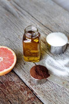 DIY: Grapefruit Cellulite Scrub + Body Oil | HelloNatural.co