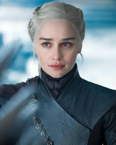 Emilia Clarke addressed the fan petition going around demanding HBO for a remake of the Game of Thrones's eighth season and honestly answered a question about how she would remake season 8 for Dany if she had the opportunity. Game Of Thrones Facts, Game Of Thrones Quotes, Game Of Thrones Funny, Emilia Clarke Daenerys Targaryen, Game Of Throne Daenerys, Entertainment Weekly, Jon Snow, You Are My Queen, The Mother Of Dragons