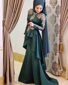 Green Lace Ottoman Evening Dress Source by Hijab Gown, Hijab Dress Party, Hijab Style Dress, Muslimah Wedding Dress, Muslim Wedding Dresses, Muslim Dress, Muslim Fashion, Modest Fashion, Hijab Fashion
