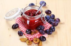 This sweet damson jam recipe is simple to make & full of juicy flavour – perfect spread on warm bread or as a special Christmas food gift Chutney Recipes, Jam Recipes, Canning Recipes, Vegan Recipes, Yummy Recipes, Recipies, Damson Jam, Homemade Horseradish, Sour Plum
