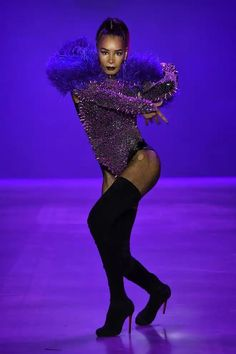 We've seen some sassy and powerful runway walks this NYFW so far, but none can quite compare to this jaw-dropping entrance by Leiomy Maldonado at The Blonds' show on Friday night. Vogue Dance, Paris Is Burning, Vogue Photoshoot, Dance Poses, Disney Villains, Dancer, Walking, Culture, Elegant