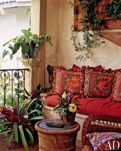 Spanish style terrace Love the colors/prints Spanish Style Homes, Spanish Revival, Spanish House, Spanish Colonial, Mexican Hacienda, Hacienda Style, Feng Shui Colores, Elsie De Wolfe, Gazebos