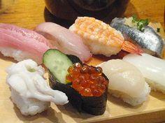 gunkan gunkan sushi this wagyu gunkan is an at gunkan sushi senjyu ...