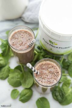 The Best Post-Workout Peanut Butter Protein Shake -- Looking for a tasty peanut butter protein shake? Check out this tasty shake with just the perfect blend to fight muscle soreness and speed recovery. Smoothie Drinks, Healthy Smoothies, Healthy Drinks, Smoothie Recipes, Eat Healthy, Clean Eating Recipes For Weight Loss, Eating For Weightloss, Clean Eating Recipes For Dinner, Heathy Treats
