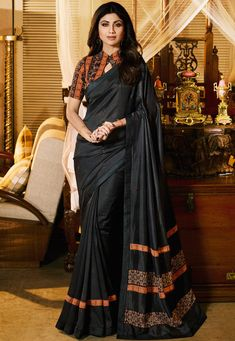 Bestickte Art Silk Saree in Dunkelgrau Cotton Saree Blouse Designs, Simple Blouse Designs, Blouse For Silk Saree, Saree Blouse Patterns, Silk Blouses, Art Silk Sarees, Seda Sari, Stylish Sarees, Stylish Dresses