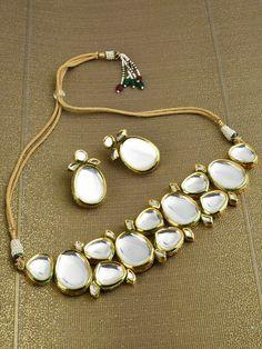 Kundan Jewellery Set, Indian Jewelry Earrings, Indian Jewelry Sets, Fancy Jewellery, Jewelry Design Earrings, Indian Wedding Jewelry, Bridal Jewelry Sets, Pakistani Bridal Jewelry, Bridal Jewellery