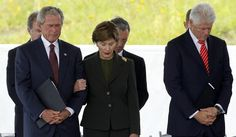 Former U. presidents George W. Bush and Bill Clinton, and former first lady Laura Bush, bow their heads during ceremonies marking the anniversary of September in Shanksville, Pennsylvania. Past Presidents, American Presidents, American History, Laura Bush, Barbara Bush, We Will Never Forget, Lest We Forget, Lady Laura, Flight 93 Memorial