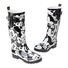 """Mickey Mouse Rain Boots for Women from the Disney Store And they're SOLD OUT! Like going for the midnight snack chocolate bar you """"need"""" and """"somebody"""" ate the last one! Girls GOTTA have shoes! Mickey Love, Mickey And Friends, Mickey Minnie Mouse, Disney Shoes, Disney Outfits, Disney Fashion, Disney Clothes, Disney Gift, Walt Disney"""