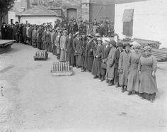 Female workers queue outside the National Shell Factory at Parkgate Street, Dublin, during the First World War.