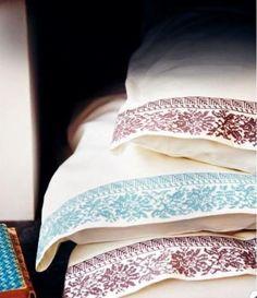 Cross Stitch Bedlinen from Toast fronhas e viras com bordados delicados Polish Embroidery, Designer Bed Sheets, Art Nouveau, Linen Stitch, Embroidered Pillowcases, White Sheets, Textiles, Linen Bedding, Bed Pillows