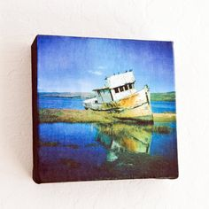 If you love snapping cool pictures with your smartphone using Instagram but don't know what to do with those square shots, then try making your own canvas print.