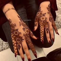 Searching for stylish mehndi designs for the party that look gorgeous? Stylish Mehndi Design is the best mehndi design for any func. Henna Hand Designs, Eid Mehndi Designs, Mehndi Designs Finger, Khafif Mehndi Design, Pretty Henna Designs, Floral Henna Designs, Henna Tattoo Designs Simple, Arabic Henna Designs, Modern Mehndi Designs