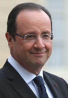 François Hollande , né le 12 août 1954 à Rouen, en Seine-Inférieure, actuelle Seine-Maritime, est un homme d'État français. Il est président de la République française depuis le 15 mai 2012.  Magistrat à la Cour des comptes et avocat, il est premier secrétaire du Parti socialiste de 1997 à 2008, . Maire de Tulle de 2001 à 2008, il est député de la première circonscription de la Corrèze de 1988 à 1993 et de nouveau de 1997 à 2012, et préside le conseil général de la Corrèze de 2008 à 2012