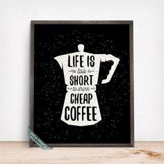 La vie est trop courte pour boisson pas cher café impression, typographie affiche, Coffe, impression cafée, de cuisine, décoration, cadeau fête des pères par VocaPrints sur Etsy https://www.etsy.com/ca-fr/listing/279945578/la-vie-est-trop-courte-pour-boisson-pas