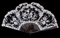 Fans Fans · art nouveau · Black and White Lace Fontage Fan - MadAboutFans