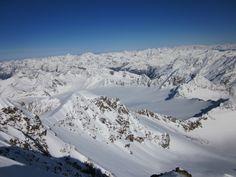 Auf dem Gipfel der #Wildspitze, einem beliebten #Skiberg_in_Österreich mit einem unvergleichlichen Ausblick auf eine einzigartige Winterwunderlandschaft.