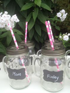How fun are these mason jar sets with chalkboard name tags! Perfect for a hostess gift!