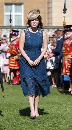 Princess Eugenie of York attends the Royal Society for the Prevention of Accidents (RoSPA) Centenary Garden Party on May 2017 at Buckingham Palace, London. (Photo by Jonathan Brady - WPA Pool/Getty Images) Princesa Eugenie, Princesa Beatrice, Princess Eugenie And Beatrice, Royal Princess, Elizabeth Ii, Pippa Middleton Wedding, Kate Middleton, Blue Lace Midi Dress, Eugenie Of York
