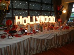 Cool Sweet 16 Party Ideas – Fun and Helpful Sweet Sixteen Party Ideas Hollywood Glamour Party, Hollywood Sweet 16, Old Hollywood Theme, Vintage Hollywood, Hollywood Thema, Hollywood Party Food, Hollywood Decorations, Hollywood Style, Deco Cinema