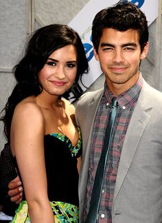 20 April Demi Lovato and Joe Jonas photos, news and gossip. Hollywood Couples, Celebrity Couples, Jonas Brothers, Demi Lovato Camp Rock, Demi And Joe, Selena, Barry And Caitlin, Demi Lovato Pictures, Skinny Inspiration