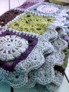 "crochet blanket - love the colors - www.no/ Crochet DROPS blanket in ""Delight"" and ""Fabel"" Pattern no I like the border. Motifs Afghans, Crochet Motifs, Crochet Borders, Crochet Squares, Crochet Stitches, Granny Squares, Crochet Home, Knit Or Crochet, Captain Hook"