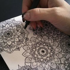 A Floral Mandala Inspiration! Beautiful Detail Work on This Pin. I am already getting my Sakura Micron Pens Out! Mandala Art, Mandala Doodle, Mandalas Painting, Mandalas Drawing, Mandala Tattoo, Doodle Art, Zentangles, Inspiration Tattoo, Doodle Inspiration