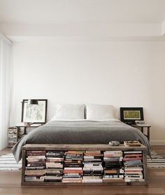 Insanely Innovative Ways to Store Books in Small Spaces We love this decorating idea: Try putting a small bookshelf bench at the end of your bed.We love this decorating idea: Try putting a small bookshelf bench at the end of your bed. Bookshelf Bench, Small Bookshelf, Bedroom Bookshelf, Library Bedroom, Bookshelf Ideas, Book Storage Small Space, Storage For Books, Book Shelf Bedroom, Bedroom With Bookshelves