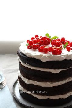 My Little Expat Kitchen: Naked chocolate layer cake with vanilla chantilly cream