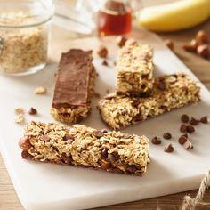 Oatmeal, hazelnut, banana and chocolate chip cereal bars - Rice Recipes Snacks To Make, Easy Snacks, Breakfast Snacks, Healthy Breakfast Recipes, Cake Recipes, Dessert Recipes, Cereal Bars, Cake & Co, Vegan Treats