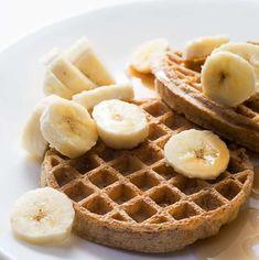 A Meal Plan Whole Grain Waffle and Banana 400 Calorie Dinner, 1200 Calorie Diet Menu, Calorie Dense Foods, 400 Calorie Meals, Fat Foods, Low Calorie Recipes, 1200 Calories, Meals Under 400 Calories, Quick Healthy Meals