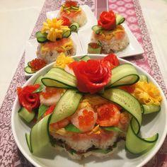 Sushi Cake, Japanese Sushi, Food Decoration, Sashimi, Chow Chow, Winter Food, Food Design, Caprese Salad, Bento