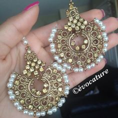 Our champagne tikka set. #evocature #jewelry #jewellery #indianjewelry #indianjewellery #indianfashion #indianearrings #earrings #indianbride #indianwedding #desi #punjabi #punjabifashion #paki #pakijewelry #pakifashion #jotd #jotn #ootd #ootn #bling #traditionaljewelry #pearls #shaadi #nikka #bollywood #bollywoodfashion #bollywoodjewelry #itsnotjustafad