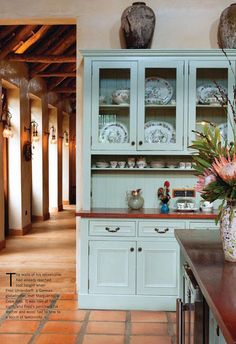 like the style of the hutch, not necessarily the color