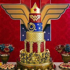 Cake Design Spotted via 😍🔥✨👑💛💙💛💞👌 Wonder Woman Cake, Wonder Woman Birthday, Wonder Woman Party, Birthday Cake Ideas For Adults Women, Anniversaire Wonder Woman, Birthday Cupcakes, Birthday Parties, Party Cupcakes, Birthday Bash