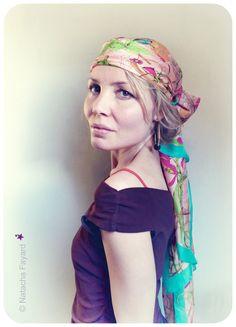 Ethnic chic / gypsy style earrings hoops. Large gold rings, precious carved wood and miyuki seed beads.  © Natacha Fayard  #ethnic #chic #boho #bohemian #gypsy #style #hoops #earrings #rings #gold #wood #miyuki #turquoise