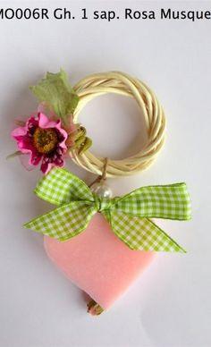 Ghirlanda 1 sapone Rosa Musqueta Handmade Soaps, Hamper, Confetti, Towels, Soup, Clay, Wreaths, Homemade, Gifts