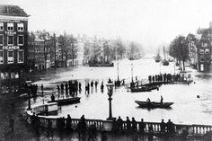 Dit is een overstroming in 1889 gezien vanaf de Oude Haven in de richting van de Nieuwe Haven.