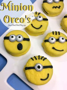 Everyone loves the Minions right? I know we sure do and I'm very excited to share this fun and easy Minions Nutter Butter Cookies recipe with you! Nutter Butter Cookie Recipe, Oreo Cookie Recipes, Easy Cake Recipes, Minion Cookies, Fun Cookies, Oreo Cookies, Minion Theme, Minion Party, Double Stuffed Oreos
