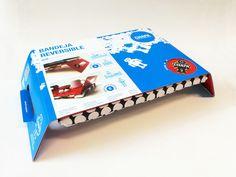 http://soytandem.com.ar/  Se realizó el diseño del packaging para Rosqui, una innovadora bandeja de la marca Chapa, que permite ser usada como una bandeja normal de un lado, y al darla vuelta se convierte en un apoyo ideal para la notebook. En la realización del packaging se tuvieron en cuenta dos objetivos: por un lado, proteger al producto de ralladuras, y por otro lado, facilitar al usuario la comprensión de la bi-funcionalidad del producto.