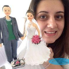 Selfie com os Noivinhos 😍 #personalizado #noivinhosmakeup #noivinhospalmeiras #buquerosa #noiva #noivas #noivos #noivinhos #noivinhosfutebol #noivinhosdiferente #noivinhosprofissões #noivinhosesteticista #noivinhospersonalizados #noivinhoscaraarteembiscuit #topodebolo #topodebolocasamento #topodebolodiferente #topodebolopersonalizado #casamento #casacomigo #wedding #caraarteembiscuit #maquiagem #make #makeup #vestidodenoiva #universodasnoivas